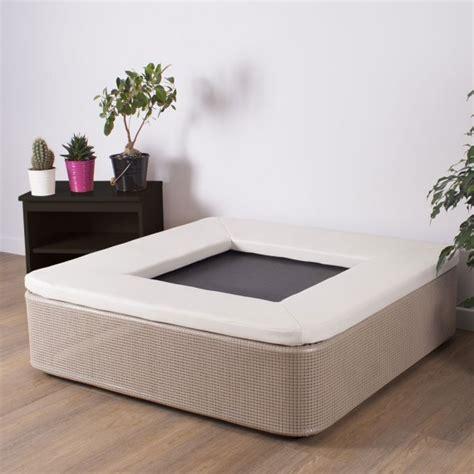Das Elegante Quadratische Fitnesstrampolin Für Ihr Wohnzimmer