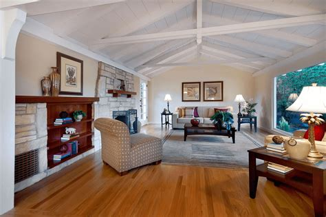 Decorating Ideas Vaulted Ceilings by How To Decorate A Large Wall With Vaulted Ceilings Simple