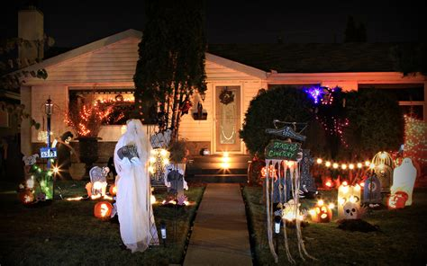 13 Spooky Ways To Dress Up Your House For Halloween
