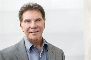 downloadable photos influence at work With rober cialdini