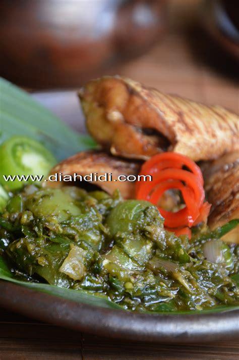 Resep sambal cabe ijo ini meskipun sangat sederhana namun rasanya begitu pas di lidah. Diah Didi's Kitchen: Sambel Ijo ( Lado )...Yang Berubah Jadi Sambal Terasi..^_^