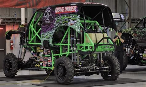 monster truck show winnipeg 39 grave digger 39 driver hurt in crash at monster truck rally