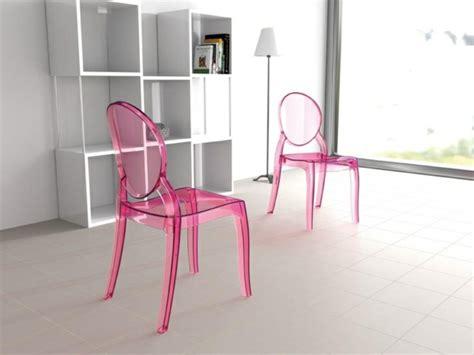 retrouvez la chaise transparente  beau bijou pour votre