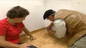 Linoleum Verlegen Ohne Kleben : renovierungs heimwerker tipps pvc boden selber verlegen youtube ~ Orissabook.com Haus und Dekorationen