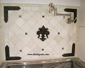 100 exceptional kitchen backsplash ideas for modernity for Kitchen colors with white cabinets with metal fleur de lis wall art
