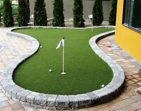 How To Make A Putting Green In Backyard by Practice Your Putting Skills With Backyard Synlawn