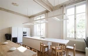 les 10 plus belles renovations d39appartement de paris With carrelage adhesif salle de bain avec eclairage led bibliotheque