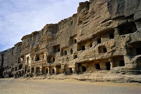 Mogao Caves (618-907), Dunhuang, China: Architecture, Far ...