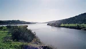 Fluss In Portugal : odeleite hier m ndet der gleichnamige fluss in den rio guadiana ~ Frokenaadalensverden.com Haus und Dekorationen