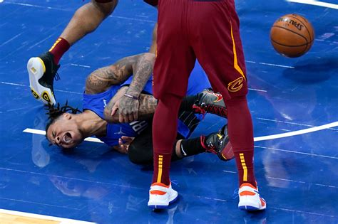 Fultz tears ACL, out for season; Magic beat Cavs 105-94 ...