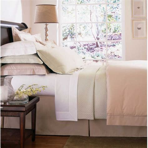light pink bedroom interior decor decosee