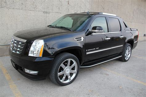 the cadillac escalade ext might come back for 2017 model year 2007 cadillac escalade ext awd rear dvd 22in wheels