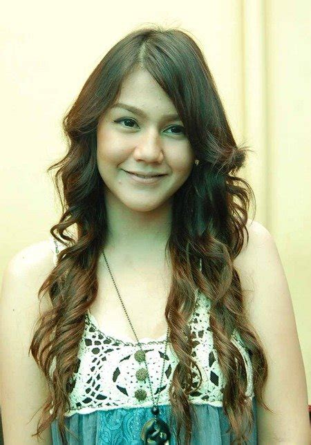 indonesian celebrities sexy artist picture  gallery