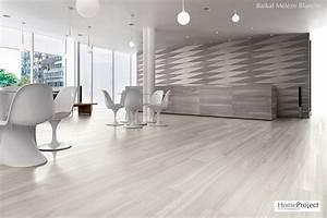 lino imitation carrelage blanc maison design bahbecom With parquet blanc salle de bain