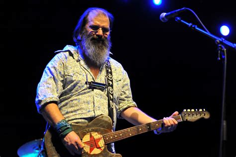 Steve Earle To Host Songwriting Camp