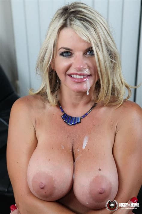 BUSTY BLONDE WEBSTAR OF YEAR VICKY VETTE GIVES A HOT BLOWJOB! - Pichunter