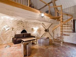 petit salon sous la mezzanine escalier helicoidale ajoure With deco maison avec poutre 14 escalier poutre centrale mezzanine moderne escalier