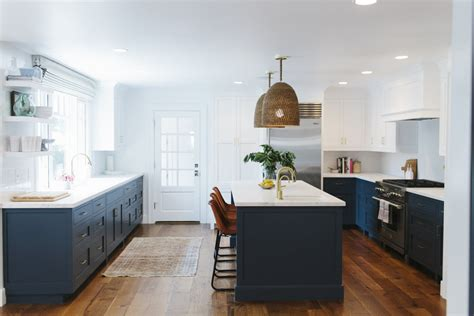 Having A Moment: Navy and White Kitchen Cabinets - Lauren