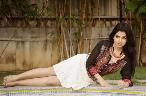 Iswarya Menon Bollywood Actress Model Girl Beautiful