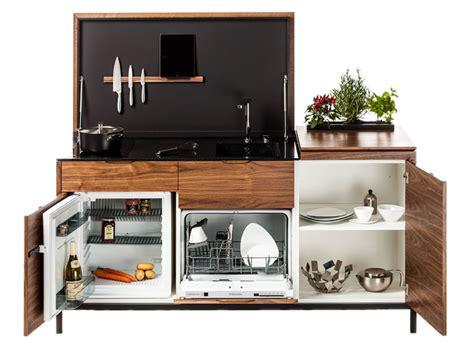 portes de placard de cuisine une mini cuisine conçue pour les petits espaces