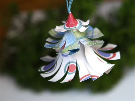 make a colorful christmas tree ornament