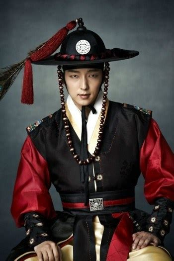 8 Korean Actors Who Look Amazing In Historical Clothes