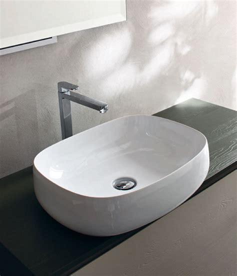 Lavabi D Appoggio In Ceramica Per Il Bagno Fanno Tendenza I Moderni Lavabi D Appoggio Donano