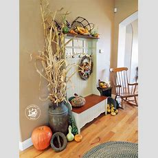 Fall Entryway Decorating Ideas Using Natural Materials