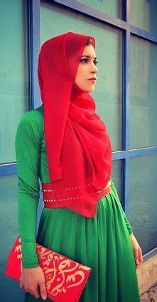 Red n green. fantastic ! Gorgeous hijabi style Muslim women / Ladies fashion styles   ~Hijabi ...