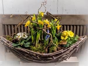 wohnideen fr den wiederaufbau frühlingsblumen im beet valentino wohnideen