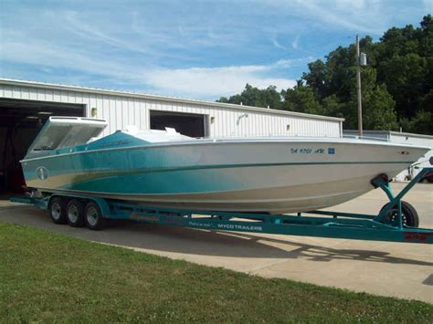 Cigarette Boats For Sale Lake Of The Ozarks by Lake Of The Ozarks Yacht Brokerage And Boat Sales