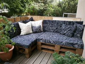 Sofa Für Balkon : gem tliche sitzecke aus paletten einfache diy idee f r ~ Pilothousefishingboats.com Haus und Dekorationen
