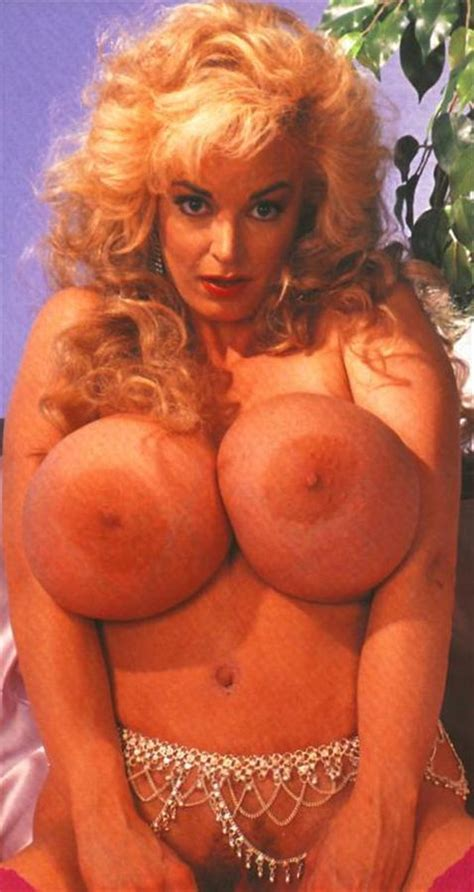 Chessie Moore Nude Pics Page 1