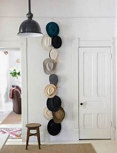 Simple empty wall decoration ideas to declutter your