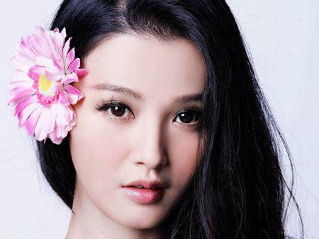 Zanan Ziba عکس چهره دختر ژاپنی زیبا با گل سر خوشگل