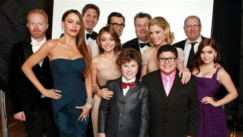 modern family cast still without new contracts as