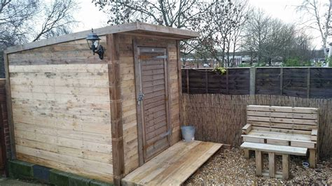 pallet shed bench    pallets