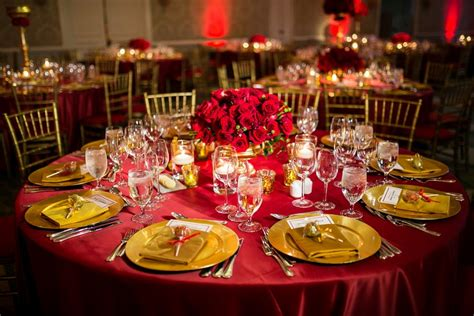 Reception Décor Photos Reception Table in Red and Gold