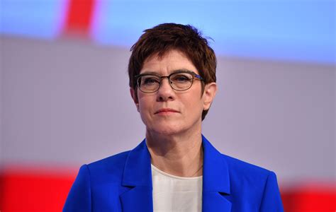 Born 9 august 1962 sometimes referred to by her initials of akk is a german politician serving as minister of defence since july 2019 and former leader of the christian democratic union cdu. Annegret Kramp-Karrenbauer | Steckbrief, Bilder und News | 1&1