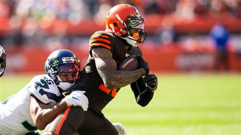 cleveland browns baker mayfield   sunk  miscues