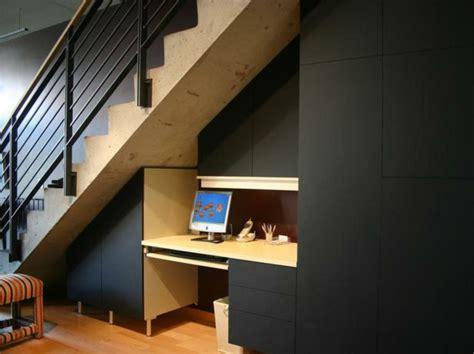 sous bureau design aménagement sous escalier propositions originales