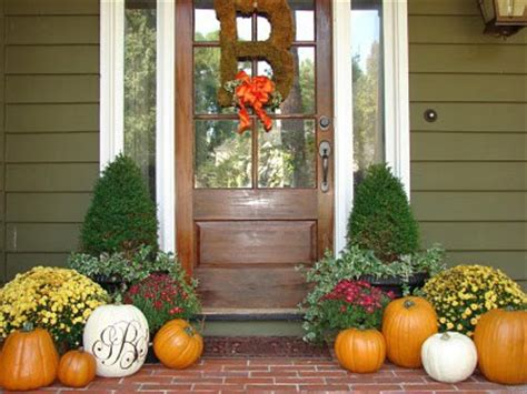 Fall Front Porch Decorating Ideas by Fall Decorating Paperandlacecrafts
