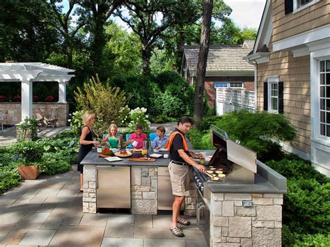 20 Outdoor Kitchens And Grilling Stations