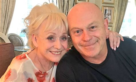 Ross Kemp gives heartbreaking update on Barbara Windsor's ...