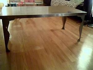A vendre: Table basse Ikea Metal avec pied style Renaissance