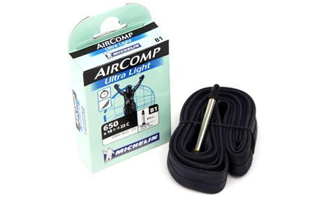changer chambre à air vélo route chambre à air michelin aircomp ultralight 650 pneus vtt