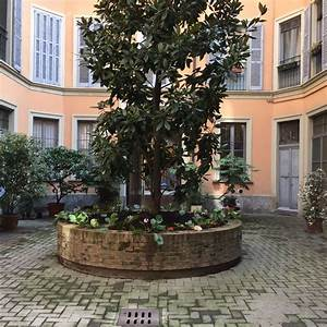 lovely apartment with a loft in an old Milanese court ...