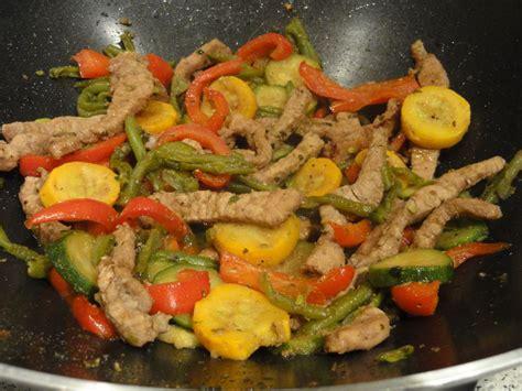 cuisine chinoise au wok wok de porc et légumes à la chinoise la marmite de cécilou