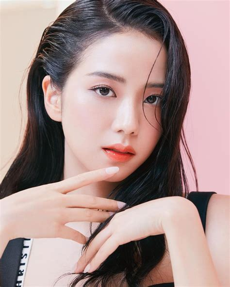 It looks real because in this app can add real time shadow, you can adjust the shadow to make. Jisoo BLACKPINK chứng minh nhan sắc hoa hậu, ảnh selfie và ...