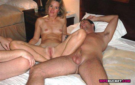Shared Naked Mature Moms In Swingers Sex Party Pichunter